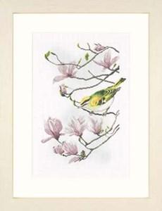 Изображение Магнолия с маленькой птичкой (Magnolia Branch with Little Bird)
