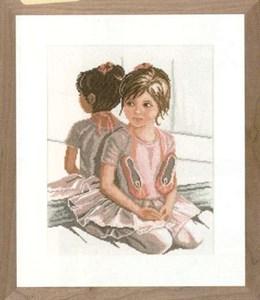 Изображение Маленькая балерина перед зеркалом (Ballet Girl in Front of Mirror)