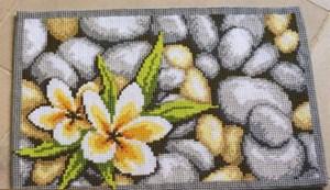 Изображение Цветок на камнях (ковер) (Frangipani Rug)