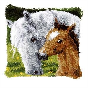 Изображение Лошадь с жеребенком (коврик)
