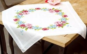 Изображение Цветочные венки Скатерть (Floral Wreath Tablecloth)