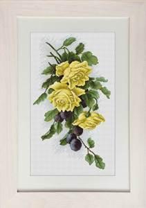 Изображение Желтые розы с виноградом