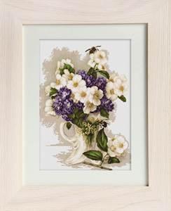 Изображение Ваза с цветами жасмина