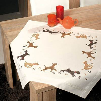 Изображение Игривые собаки Скатерть (Playful Dog Tablecloth)