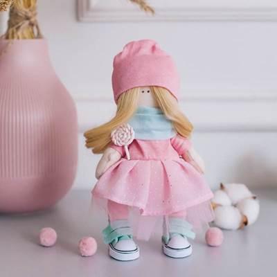 Изображение Мягкая кукла Сара